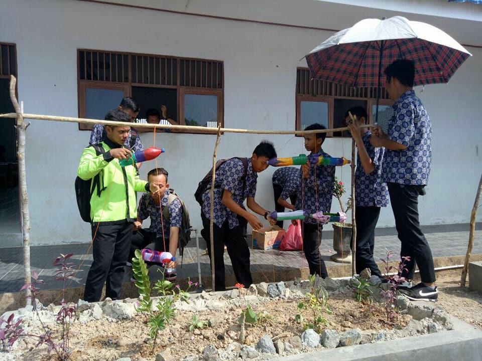 Aksi Pembuatan Taman Kelas SMKN 1 Binuang