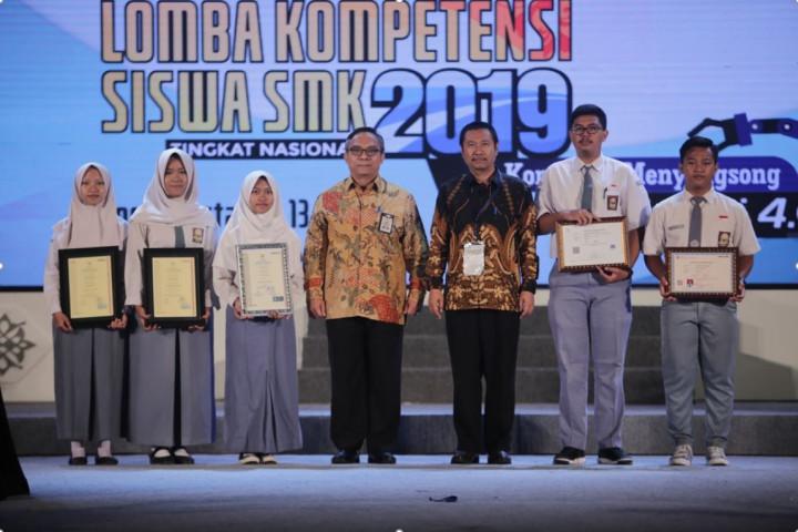 SERTIFIKASI KOMPETENSI BAGI PARA JUARA PERWAKILAN PROVINSI DI LKS SMK 2019